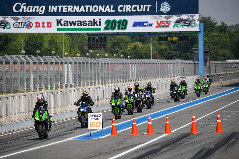 ผลการค้นหารูปภาพสำหรับ Kawasaki Road Racing